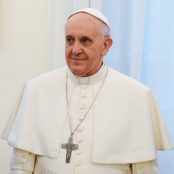 Source: http://www.casarosada.gob.ar/informacion/actividad-oficial/26392-la-presidenta-se-reune-con-el-papa-francisco-en-ciudad-del-vaticano
